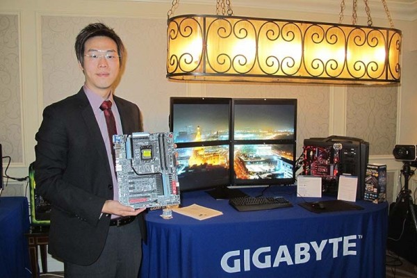 Leo wong y mother Thunderbolt para 4k en suite ces 2013