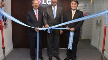 El Embajador S.E  Jong-youn CHOO, Jorge Capitanich y Thomas Yoon CEO de LG en la inauguración del Contact Center