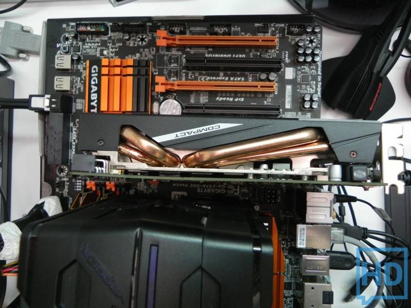 Sapphire Radeon 285 compact-11