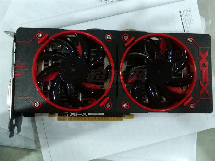 AMD Radeon R9 380X, en fotos