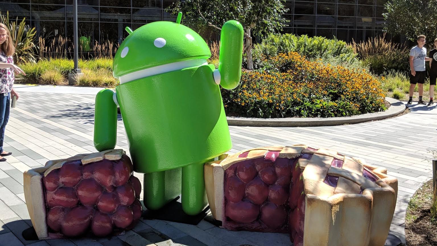 Esta es la nueva estatua presente en la entrada a las oficinas de la empresa, en conmemoración a Android Pie.